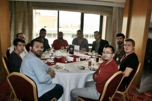 Hosting Konferansı Yemek Sırasında Bizim Masa